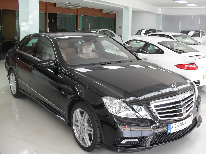 MERCEDES BENZ E250 CGI / Black