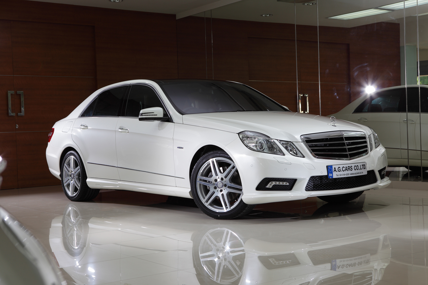 MERCEDES BENZ E250 CGI SALOON