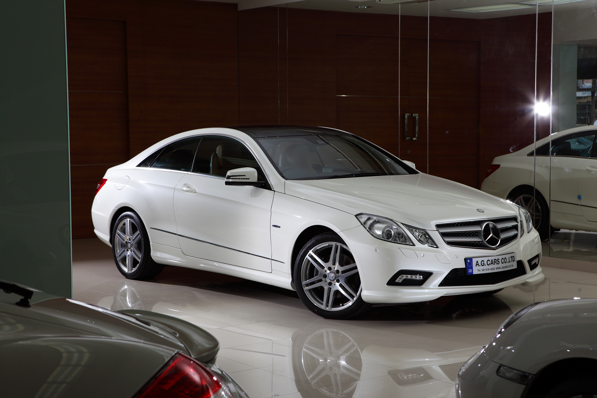 BENZ E 250 CGI SPORT COUPE/White